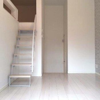 ロフトまでが階段なのも嬉しい!※画像はちょこっと異なる別室