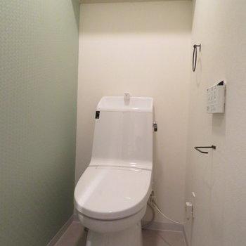 壁色は洗面台と同じですね
