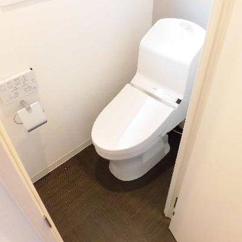 個室のトイレってリラックスできますよね〜
