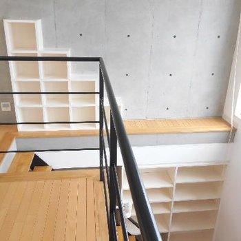 階段に段々の収納が登るたびに可愛い