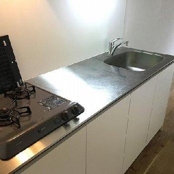 キッチンは2口コンロ!作業スペースがたぷりだ!