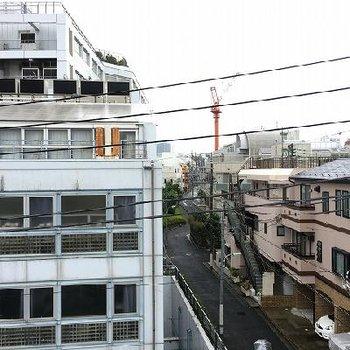 住宅街のなか。車通りが多くなく静かです