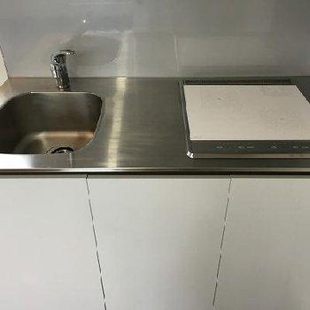 IH2口ですっきりとしたキッチン。