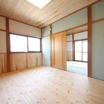 まずは2階洋室が広がります。