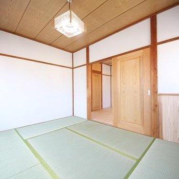 2階和室。逆アングル。収納はありません。