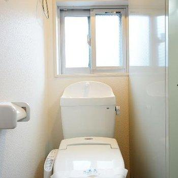 トイレにはウォシュレットと窓もポイント♪