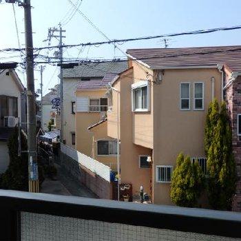 低い建物が多いので日当たりは良いですね。※写真は2階のものです。