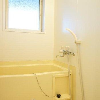 お風呂には窓付き!※写真は前回募集時のものです