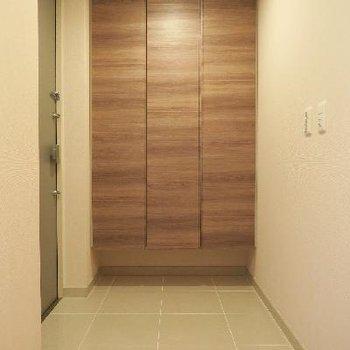 品の良い玄関がお出迎えです。