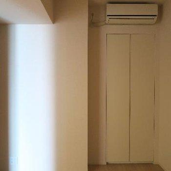 こちらはキッチン横のお部屋。全部屋エアコンがついてます!