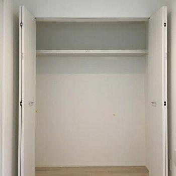 1階の奥のベッドルームには満足できるクローゼットが