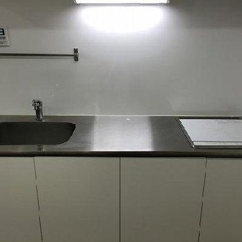 すっきりとしたキッチンは2口IH