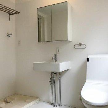 お風呂前の脱衣スペースに各設備もまとまっています