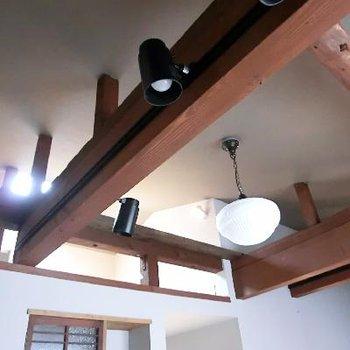 ダイニングの照明や天井の雰囲気も完璧