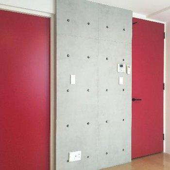 赤!赤!赤い扉が主役のお部屋!