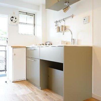 TOMOSでも珍しい色合いのキッチンです!