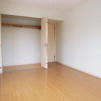 洋室その1。逆アングルです。