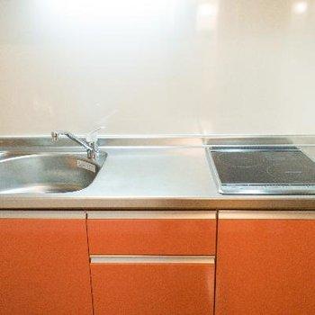 調理スペースもある2口IHコンロのキッチン