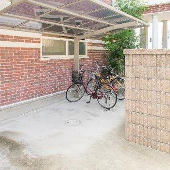 屋根付き&オートロック扉内の駐輪場