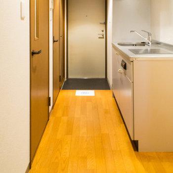 廊下とキッチンスペース