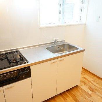 キッチンも3口に窓が◎※写真は前回募集時のものです