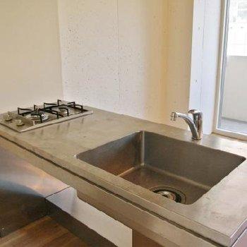2口のすっきりしたキッチン※写真は別部屋です