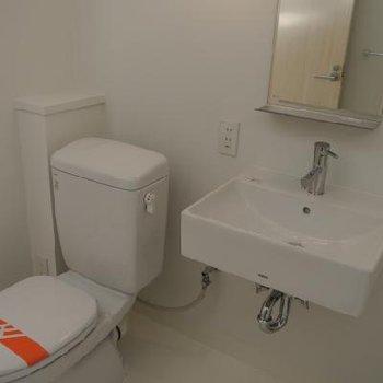 洗面台とトイレ※画像反転