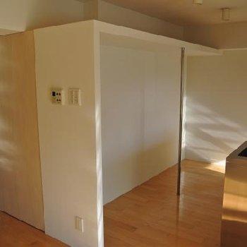 キッチンの上のスペースをうまく使おう!※画像反転