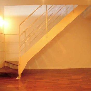 下に降りるとベッドルームですね!