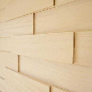 壁に板を張り合わせてたような遊び心。