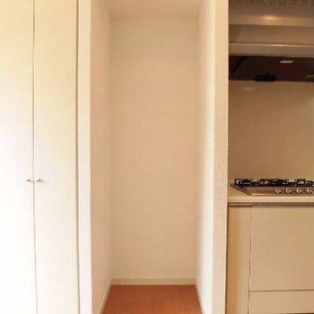 冷蔵庫はここにスポッと!