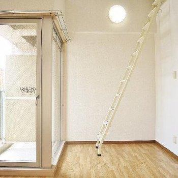 天井高の高さがあり明るいお部屋