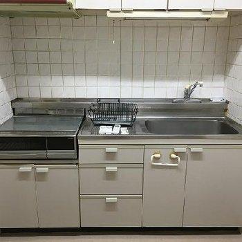 キッチンは大きい!IHコンロです
