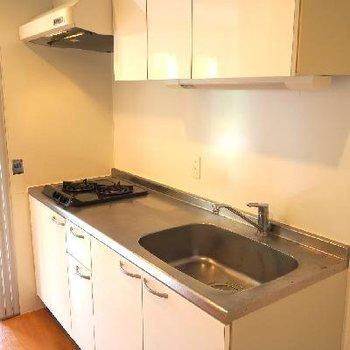 キッチンは調理スペースも考えられた2口ガスコンロ!