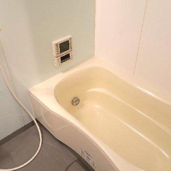 お風呂はゆったりサイジング。