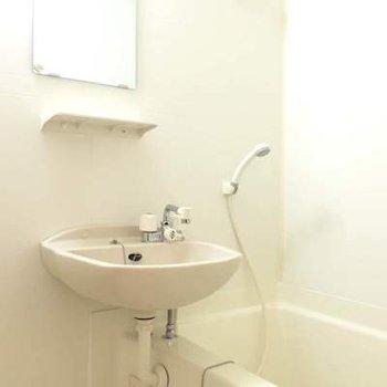 洗面台と浴室はセットです