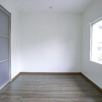 右奥の洋室。