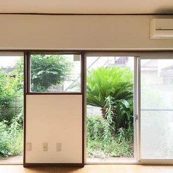 お庭付き。ぼーっとしたい窓際