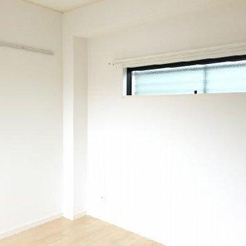 こちらは3階の洋室。東向きのトップライトあり!