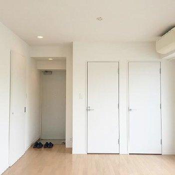 白く、すっきりとしたお部屋です