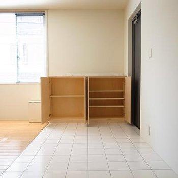 こちらの収納は移動もできますよ。※画像は別室です