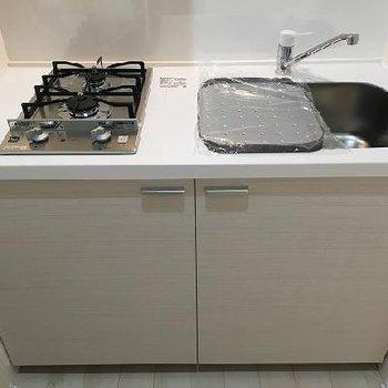 キッチンは奥まったところに。2口コンロです。