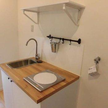 ナチュラルなキッチンに、アンティークな装飾が素敵。※写真は前回募集時のものです