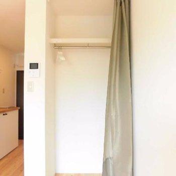 カーテンで隠せますよ!見せる収納もいいかも。※写真は前回募集時のものです