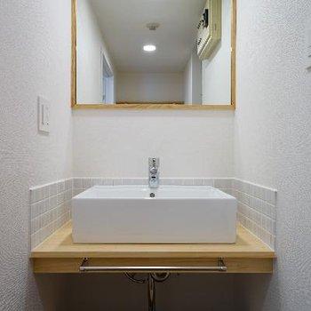 洗面台も可愛く無垢枠を♪