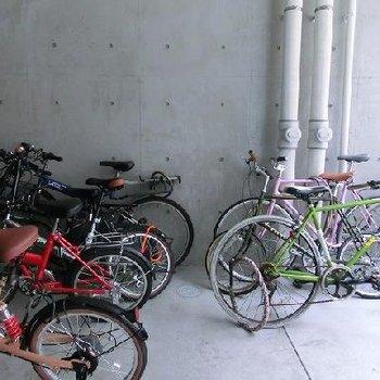 お洒落な自転車が止められている駐輪場です!