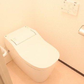 タンクレスでスタイリッシュなトイレ