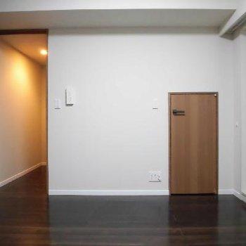ん?なんだあの扉は?