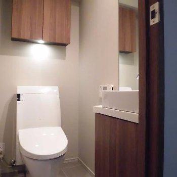 地下1階にもトイレ!寝ぼけて階段から落ちる心配なし!