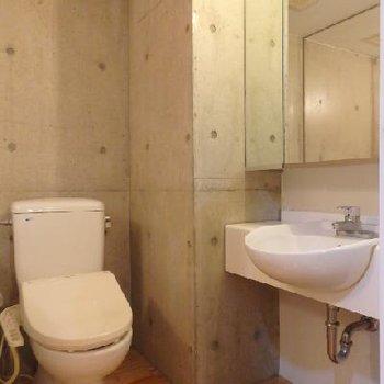 トイレ、洗面台は一緒